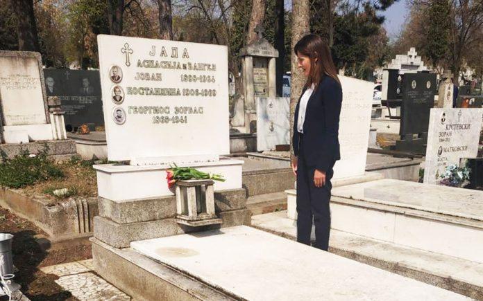 Η Μπέτυ στον τάφο του Αλέξη Ζορμπά