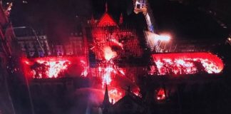 """ΠΑΡΙΣΙ: """"Ω, Θεέ μου"""" - Η καταστροφή της Παναγίας των Παρισίων από ψηλά"""
