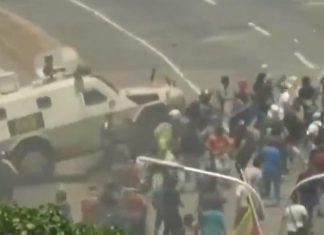 ΒΕΝΕΖΟΥΕΛΑ: Βίντεο ΣΟΚ - Τεθωρακισμένο του Μαδούρο πατά διαδηλωτές