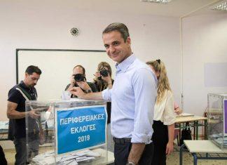 Μητσοτάκης: «Καλώ τους πολίτες να συμμετέχουν στη γιορτή της Δημοκρατίας»