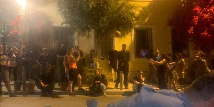 Πρόκληση αντιεξουσιαστών κατά Μπακογιάννη στα Άνω Πετράλωνα