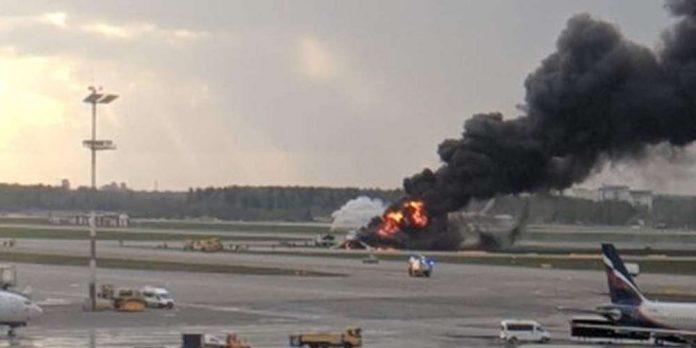 ΜΟΣΧΑ: 13 νεκροί από φωτιά σε αεροσκάφος που πραγματοποίησε αναγκαστική προσγείωση