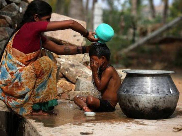ΙΝΔΙΑ: Θερίζει ψυχές ο καύσωνας – Τουλάχιστον 50 νεκροί