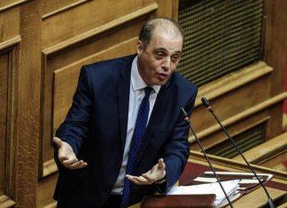 Βουλή: Αποδοκιμάστηκε ο Βελόπουλος για τις αντιεμβολιαστικές θεωρίες