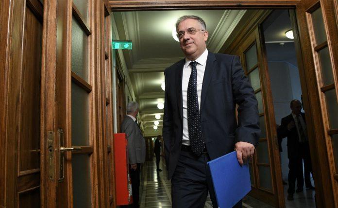 Θεοδωρικάκος: Οι δημόσιοι υπάλληλοι από τα υπουργεία θα μετακινηθούν σε δήμους και Περιφέρειες