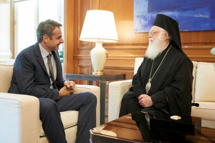Με τον Αρχιεπίσκοπο Αλβανίας Αναστάσιο συναντήθηκε ο Κυρ. Μητσοτάκης