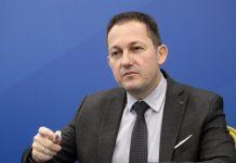 Πέτσας για την επίθεση στο σπίτι του Χρυσοχοΐδη: Αντιδημοκρατικές ενέργειες δεν πτοούν την κυβέρνηση