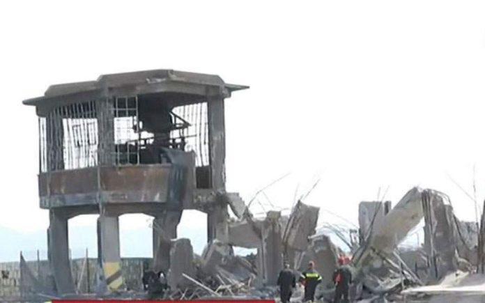 Κατέρρευσε παλιό κτίριο στο λιμάνι του Πειραιά