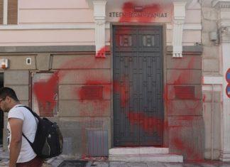 Προσαγωγές μελών του Ρουβίκωνα για την επίθεση στα γραφεία του ΣΕΒ