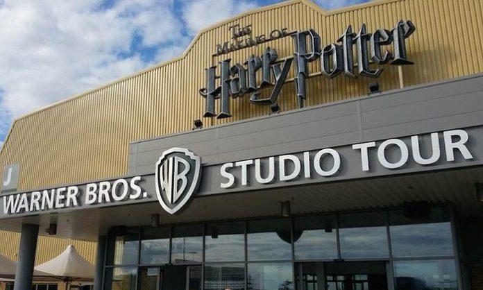 Καίγονται τα στούντιο της Warner Bros στο Λονδίνο