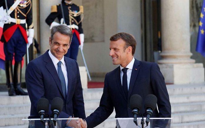 Για την ανάγκη ενίσχυσης της πολιτικής, οικονομικής και αμυντικής συνεργασίας Ελλάδας - Γαλλίας έκανε λόγο ο πρόεδρος της Γαλλίας Εμμανουέλ Μακρόν, κατά τη διάρκεια των κοινών δηλώσεων με τον Έλληνα πρωθυπουργό Κυριάκο Μητσοτάκη, έξω από το Μέγαρο Ηλυσίων.