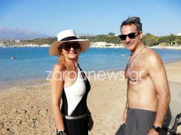Κρήτη: Για μπάνιο στο Μαράθι με τη σύζυγό του ο Κυριάκος Μητσοτάκης