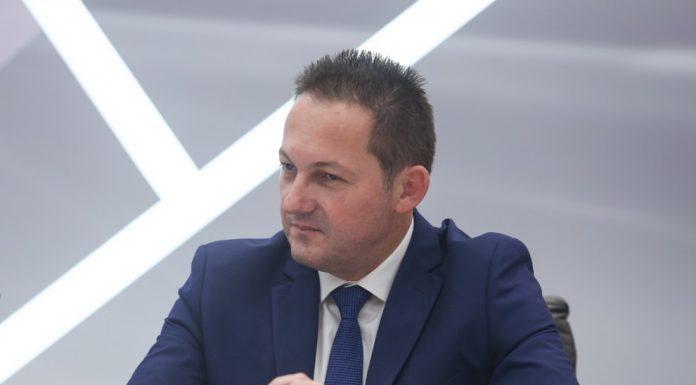 Πέτσας: Η κυβέρνηση υπολογίζει άνοιγμα της οικονομίας πριν τις γιορτές