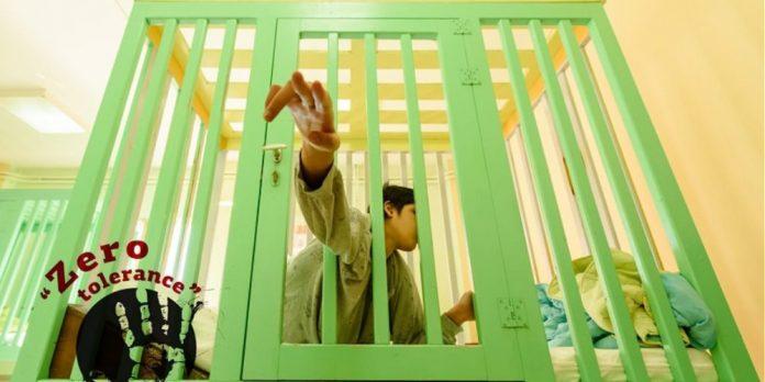 Πέθανε η Ανδριάνα, το τυφλό κορίτσι που έζησε τη ζωή της σε κλουβί στο Ίδρυμα Λεχαινών