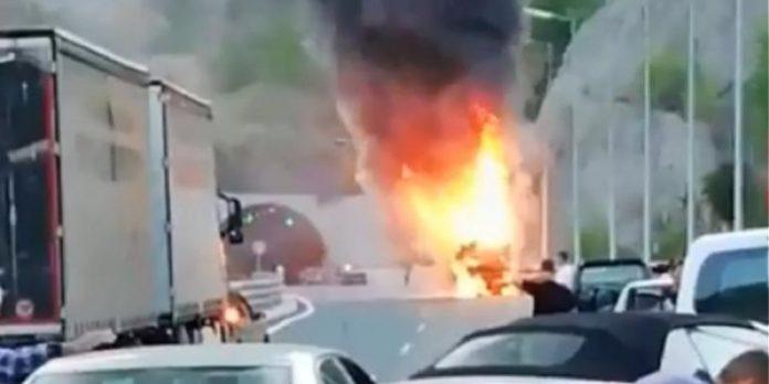 Εγνατία Οδός: Φωτιά σε τουριστικό λεωφορείο