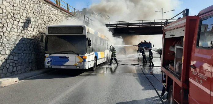 Εθνική οδός: Στις φλόγες διπλό λεωφορείο του ΟΑΣΑ