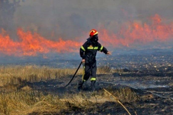 Πυρκαγιά σε εξέλιξη στο Λαύριο