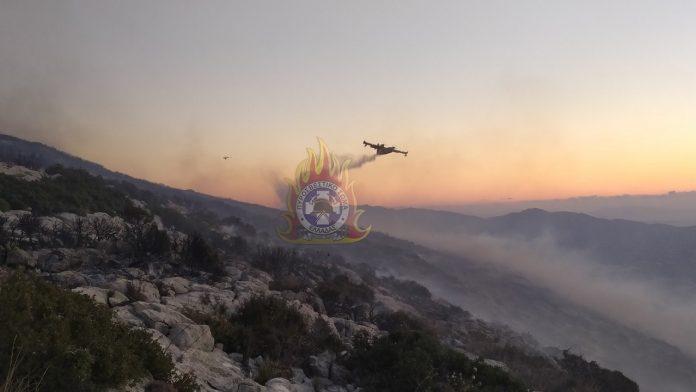 Εύβοια: Μεγάλη αναζωπύρωση σε χαράδρα