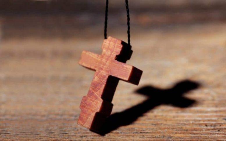 Αποτέλεσμα εικόνας για η δυναμη του σταυρου στο λαιμο μας