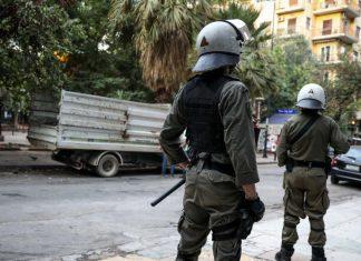Εξάρχεια: Αστυνομική επιχείρηση για την απομάκρυνση του «ΚΕΠ» των αναρχικών