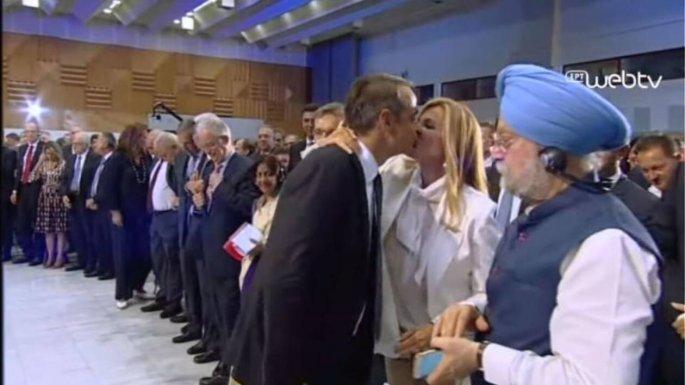 ΔΕΘ: Το φιλί του Κυριάκου Μητσοτάκη στη Μαρέβα