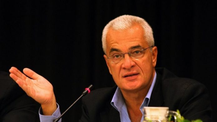 Κορωνοϊός: Μετά από ξαφνική επιπλοκή διασωληνώθηκε ο Γιάννης Πρετεντέρης
