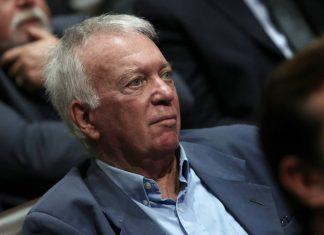 Πλήθος κόσμου αποχαιρέτησε τον Δημήτρη Ρίζο στο κοιμητήριο της Γλυφάδας