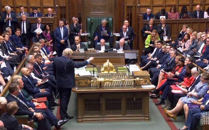 Βρετανία: Πέρασε το νομοσχέδιο που μπλοκάρει το άτακτο Brexit