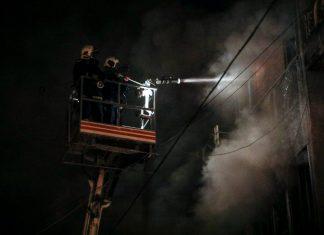 Γέμισε καπνούς η Αθήνα από την φωτιά σε κτίριο στην Ομόνοια