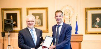 Το μετάλλιο του Δήμου Αθηναίων απένειμε στον Πρόεδρο της Λετονίας ο Κώστας Μπακογιάννης