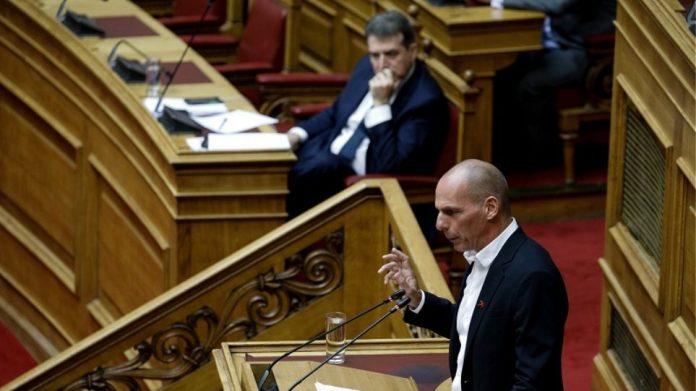 Βουλή: Άγρια κόντρα μεταξύ Χρυσοχοΐδη - Βαρουφάκη και βαριές κουβέντες