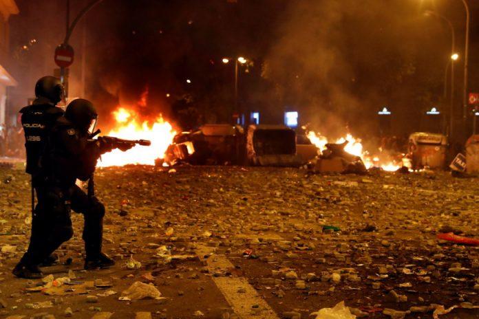 Βαρκελώνη: 180 τραυματίες από τα βίαια επεισόδια