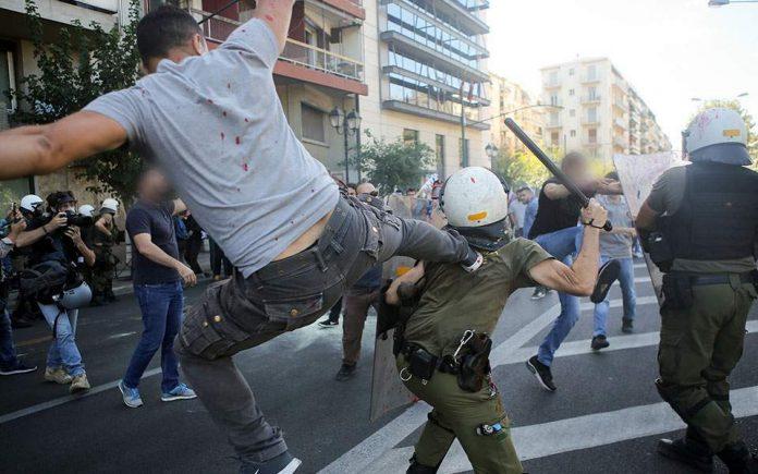 Επεισόδια στο κέντρο της Αθήνας κατά τη διάρκεια της πορείας για την επίσκεψη Πομπέο