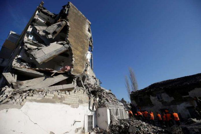ΑΛΒΑΝΙΑ: Μάχη με το χρόνο δίνουν τα σωστικά συνεργεία - Στους 37 οι νεκροί
