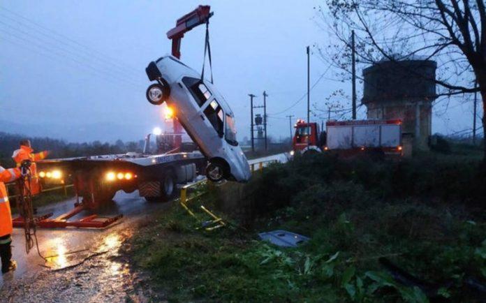 Αντίπαρος: Αυτοκίνητο έπεσε στη θάλασσα - Τρεις νεκροί