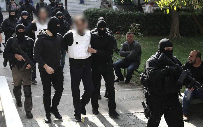 Επαναστατική Αυτοάμυνα: Ο καταζητούμενος τρομοκράτης «εμφανίστηκε» κι «αθωώνει» τους συλληφθέντες