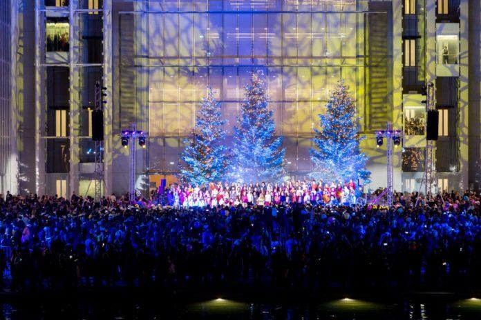 Ίδρυμα Σταύρος Νιάρχος: Φωταγωγήθηκε το χριστουγεννιάτικο δέντρο