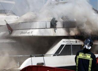 Μαρίνα Γλυφάδας: Στις φλόγες δύο θαλαμηγοί