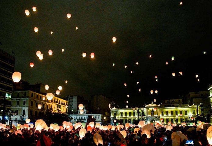 Η Αθήνα πλημμύρισε με απέραντη ζεστασιά τη χριστουγεννιάτικη «νύχτα των ευχών»