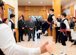 Με μαντινάδα… απάντησε στους Κρητικούς ο Υπουργός Εθνικής Άμυνας!