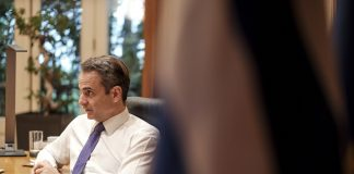 Τηλεδιάσκεψη Μητσοτάκη με την Σακελλαροπούλου: Ενωμένοι στην πράξη σε μια στιγμή κρίσης