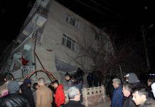 ΤΟΥΡΚΙΑ: Δραματική νύχτα μετά τον σεισμό - Αυξάνονται συνεχώς οι νεκροί και οι τραυματίες