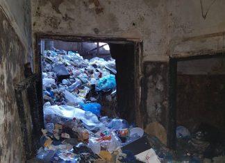 Οδός Λιοσίων: Μάζεψαν 35 τόνους σκουπίδια από το κτήριο που εκκενώθηκε