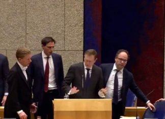 Η στιγμή που Ολλανδός υπουργός μιλάει για τον κορονοϊό και καταρρέει