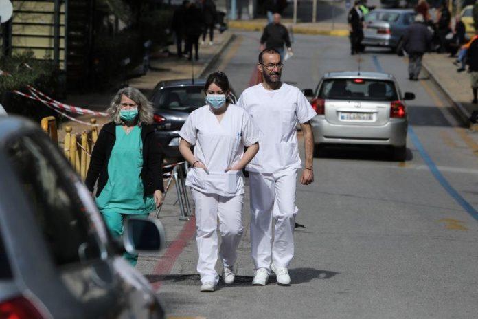 Κορωνοϊός: Στην πρώτη θέση η Αττική με 1.572 κρούσματα, ενώ ακολουθεί η Θεσσαλονίκη με 395 μολύνσεις