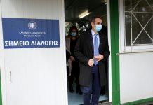 """Μητσοτάκης από το νοσοκομείο """"Σωτηρία"""": «Συγχαίρω τους ήρωες πίσω από τις μάσκες»"""