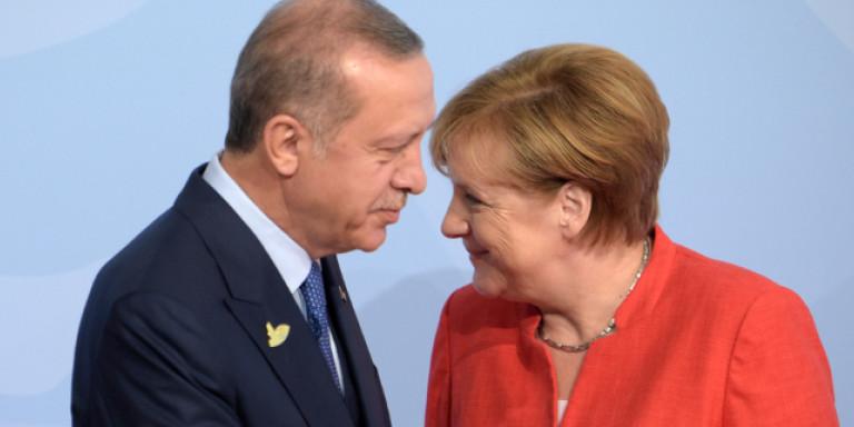 Ευρωβουλευτές ζητούν από τη Μέρκελ να σταματήσει την εξαγωγή υποβρυχίων στην Τουρκία