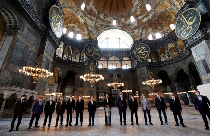 Le Figaro: Επίδειξη δύναμης του Ερντογάν η Αγία Σοφία αλλά και το «τέλος της κοσμικής Τουρκίας»