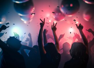 """Λούτσα: """"Βροχή"""" τα πρόστιμα σε κορωνοπάρτι με 75 άτομα"""