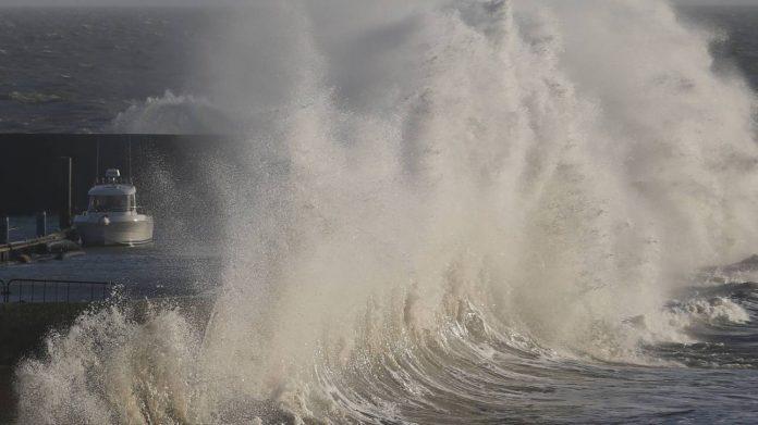 Γαλλία: Δεκαοκτώ χιλιάδες νοικοκυριά παραμένουν χωρίς ηλεκτρικό εξαιτίας της καταιγίδας Μπέλα